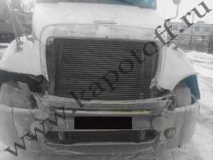 Капот Freightliner - до ремонта